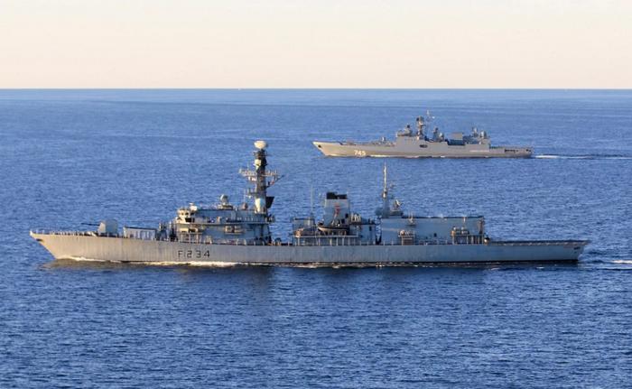 """영국 """"해군""""배 식인 풍습은 번창합니다"""