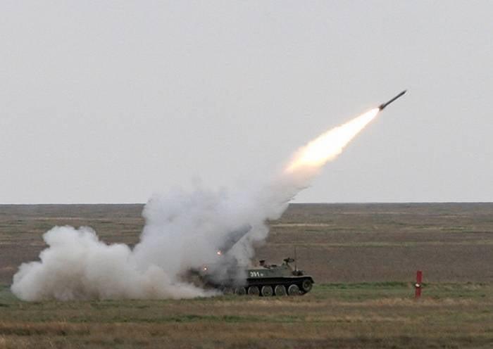 Artilheiros antiaéreos ZVO conduziram 26 ao vivo no campo de treinamento de Kapustin Yar