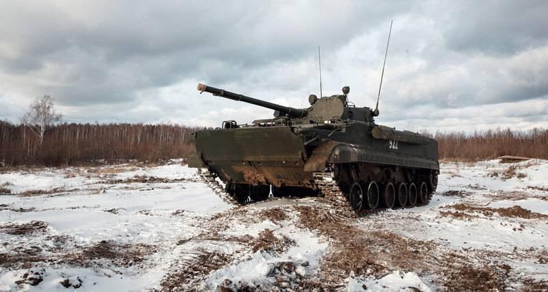 """시운전 BMP-3 : 유명한 차를 조종하는 """"Popmeh"""""""