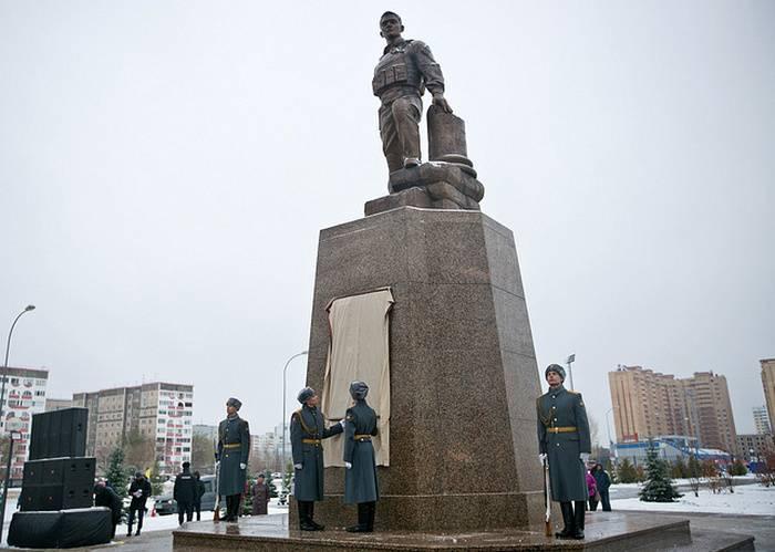 À Orenburg, a ouvert un monument au héros russe décédé en Syrie, Prokhorenko