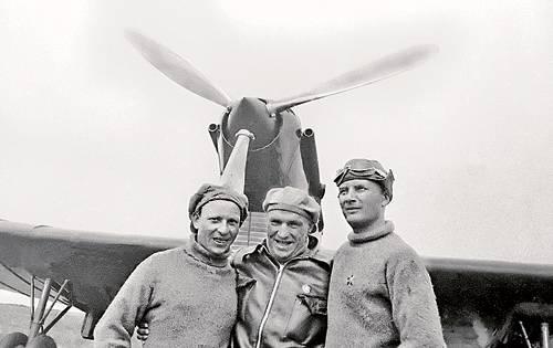 80 aniversario del primer vuelo transpolar y 120 aniversario del nacimiento de A. Belyakov. Dedicado