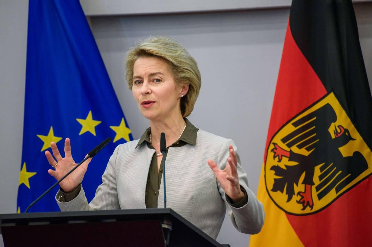 Руководитель МИД Польши заподозрил министра обороны ФРГ вовмешательство вдела страны