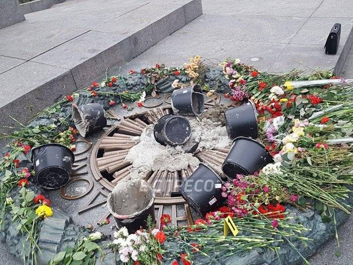 Cement poured into the Eternal Flame memorial in Kiev