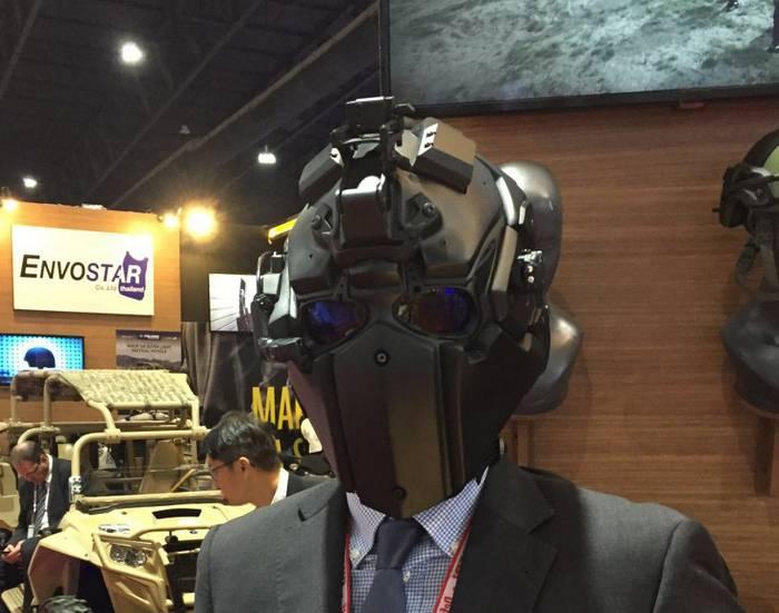 Société japonaise a présenté un nouveau masque balistique-casque
