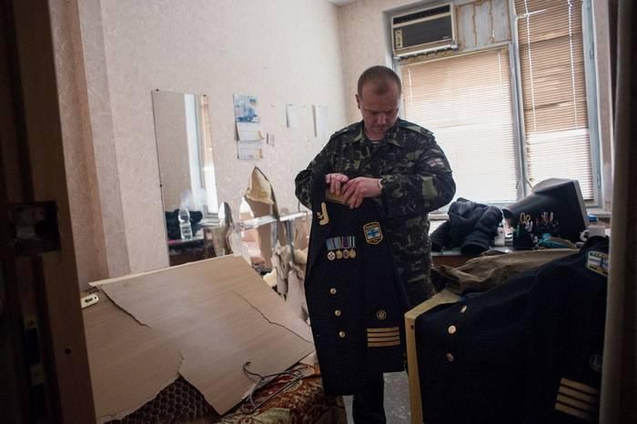 러시아 연방으로부터 크림 반도 통일 후, 군대의 30 % 미만이 우크라이나로 돌아왔다.