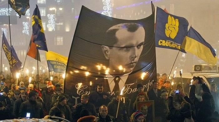 ポーランドの外務大臣はウクライナのための新しいイデオロギーを思い付きました