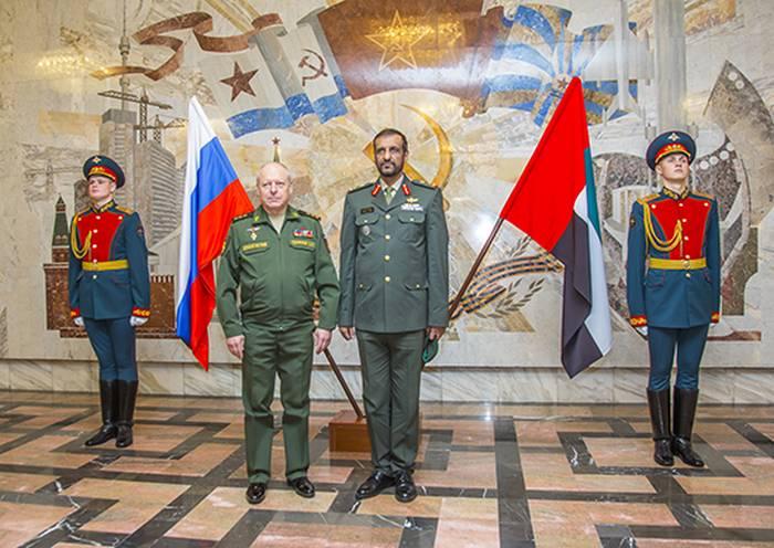 Delegación militar de los EAU visitó la división Kantemirov