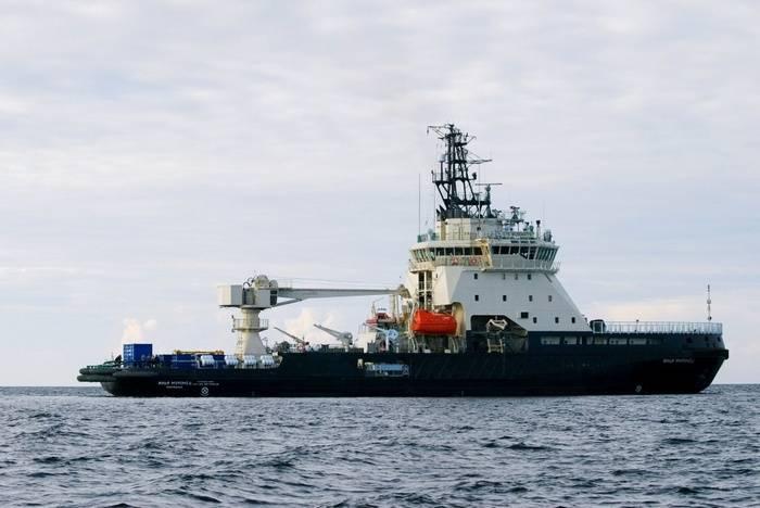 初めて、海軍は電子航海図を海上の船に手渡した