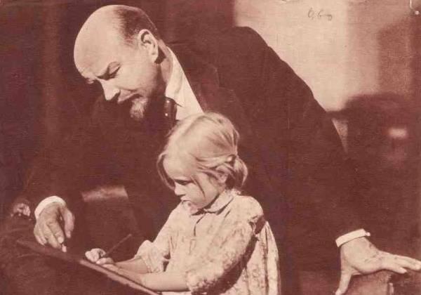 La rivoluzione 1917 dell'anno: dalla tratta dei bambini alla dittatura dell'infanzia