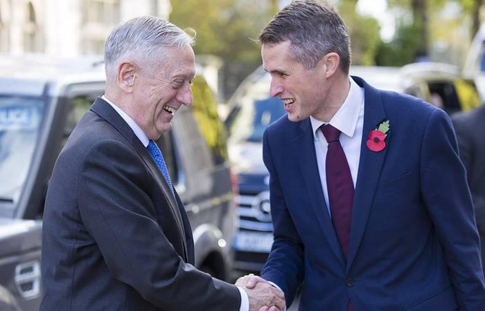 """O chefe do Ministério da Defesa britânico garantiu aos EUA uma parceria diante da """"agressão russa"""""""