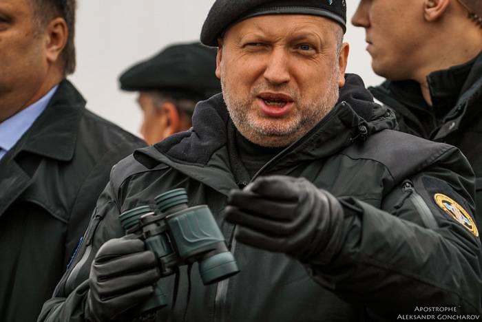 """Turchinov dijo que Rusia va a """"volver a pintar"""" su ejército"""