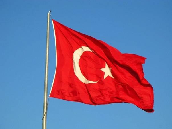 ハンマーとアンビルの間のアンカラ:トルコを待っているのは何で、なぜそれはその政策を変えるのか?