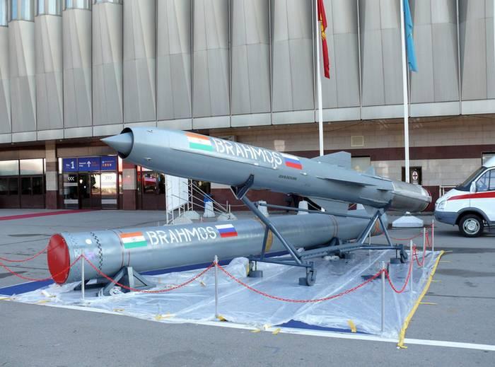 印度购买了第一批BrahMos导弹