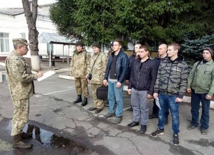 यूक्रेन में, रिजर्व अधिकारियों की दूसरी कॉल जो सैन्य विभागों से स्नातक की उपाधि प्राप्त की