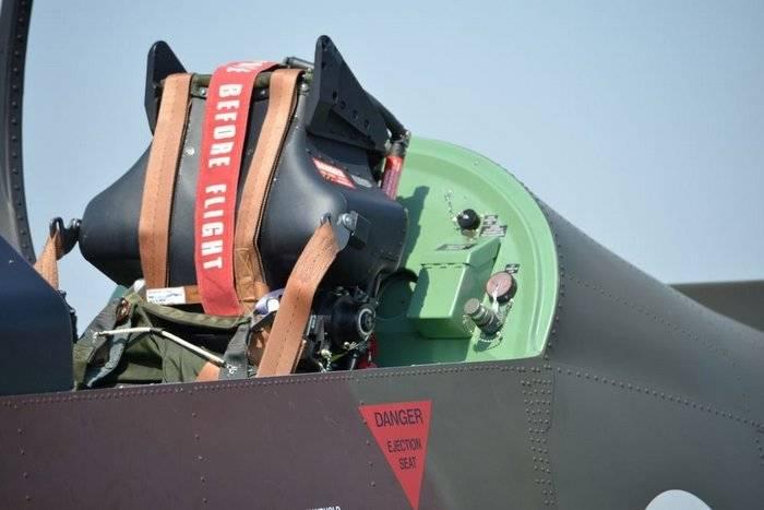 Avión militar estadounidense recibirá nuevos asientos de expulsión.