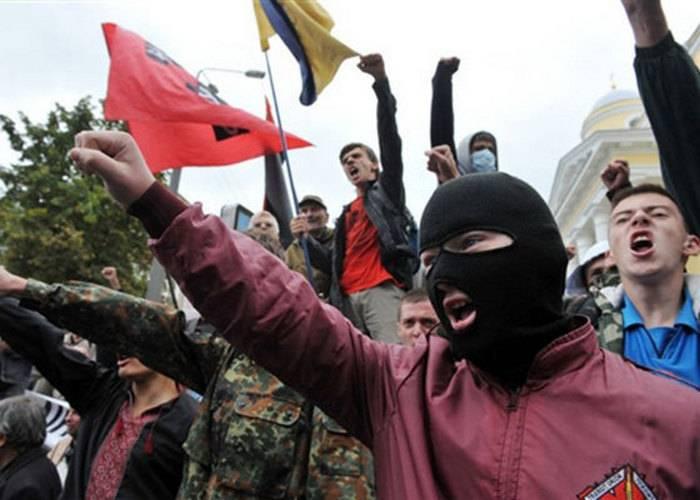 """우크라이나 민족주의 단체 """"Sich""""는 미국 테러 기지에 포함되어 있습니다"""