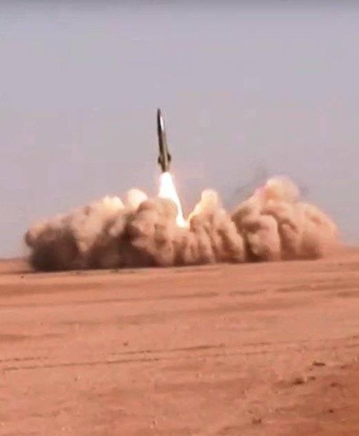 シリア軍はDeir ez-ZorでTochka複合施設を使用しています