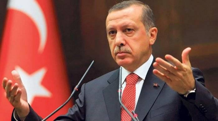 Turquia retirou 40 militares de exercícios da OTAN por causa da foto de Ataturk e Erdogan