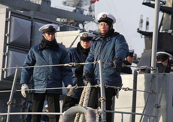 일본의 함마기리 함이 블라디보스토크에 도착했다.