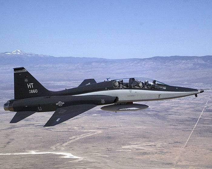 En el estado de Texas se estrelló el avión de entrenamiento Talon USAF.