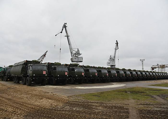 Engineering troops entered the newest set of pontoon fleet PP-2005M