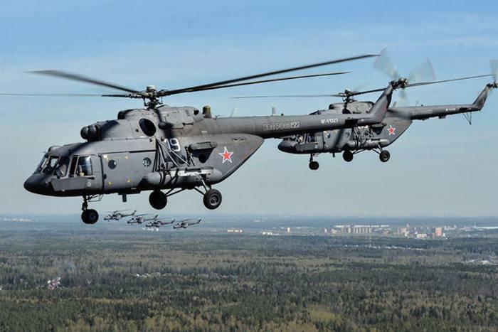 타지키스탄에서 훈련받은 러시아 비행기와 헬리콥터