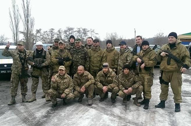 """Ukrayna'da, """"Aydarovtsy"""" nin Svetodar yönünde birkaç köy aldığını söylüyorlar."""