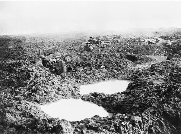 Yprom hükümeti altındaki İngiliz saldırısı çamurda boğulurken