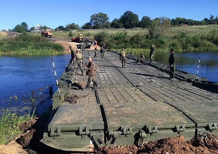 ウラルとシベリアの中央軍事地区の鉄道部隊が新しい自走式ポンツーンを受け取りました