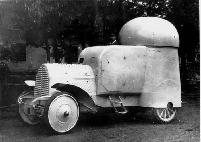 装甲車Austro-Daimler Panzerwagen(オーストリア - ハンガリー)