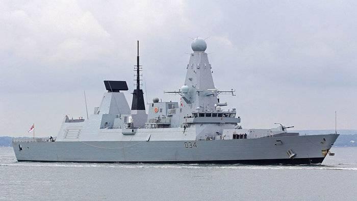 L'ultimo cacciatorpediniere britannico si rompe nel Golfo Persico