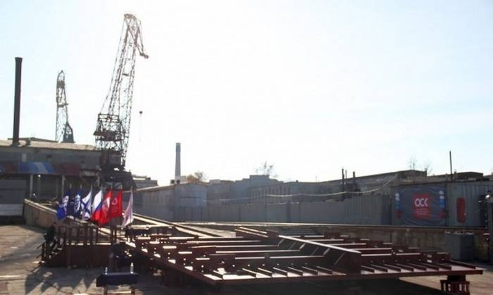 At Sevmorzavod, the first heavy floating crane was laid in 12 years