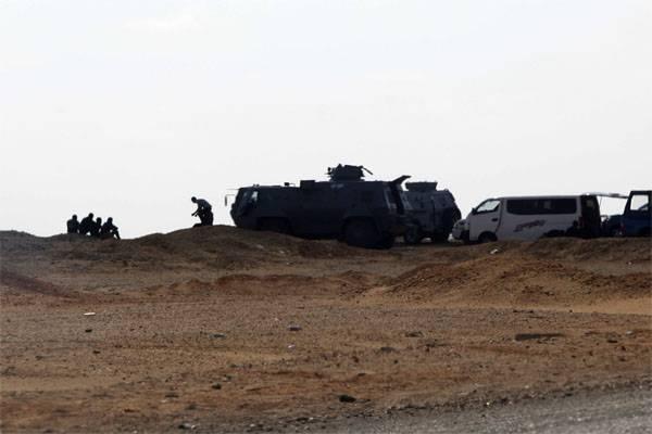 시나이 특별 작전에 참여한 전투 용 헬리콥터 및 장갑 차량
