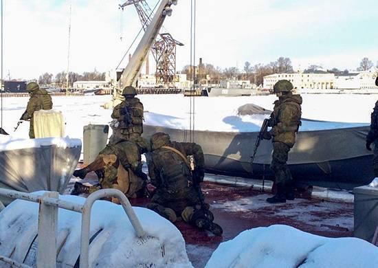 在圣彼得堡海军陆战队的反海盗行为