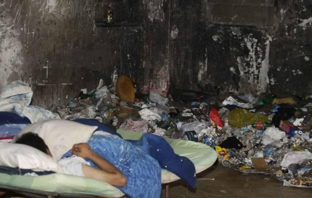 꾸밈없는 유럽. 이탈리아의 중심에있는 인간 쓰레기. 2의 일부