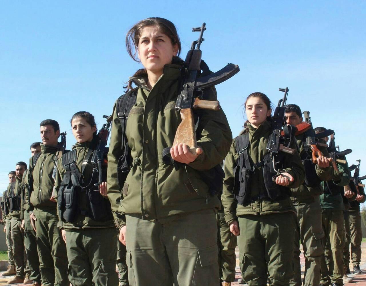 Русские  бомбардировщики нанесли групповой удар потеррористам вСирии