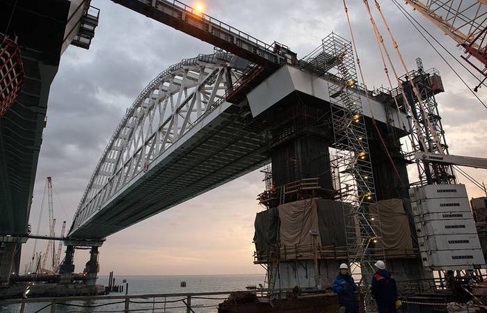 Installation of spans of the automobile part of the Crimean bridge will be completed before the end of the year.