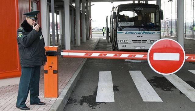 A Kiev, ha invitato a interrompere completamente i collegamenti di trasporto con la Russia