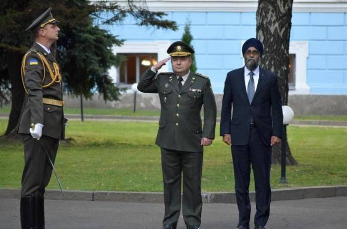 Полторак ждет решения Канады о продаже оружия Украине до конца года