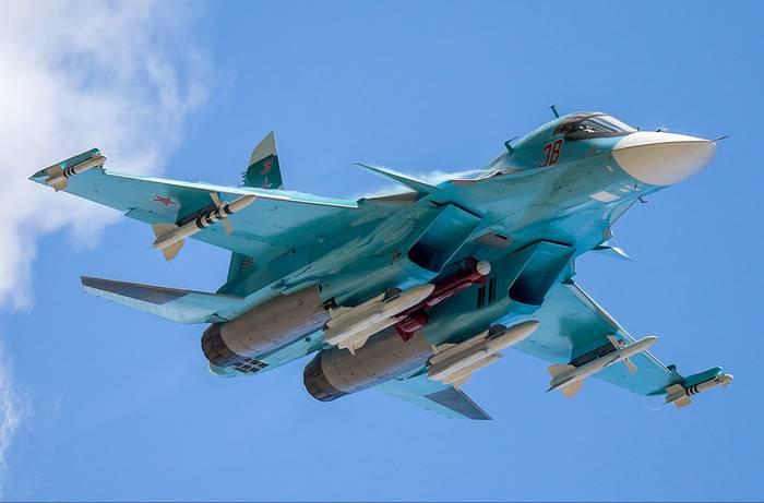 Il bombardiere Su-34 aumenta l'efficacia del combattimento