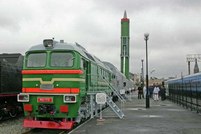 "BZHRK ""Barguzin""무기의 주 프로그램에서 배제 된 이유"