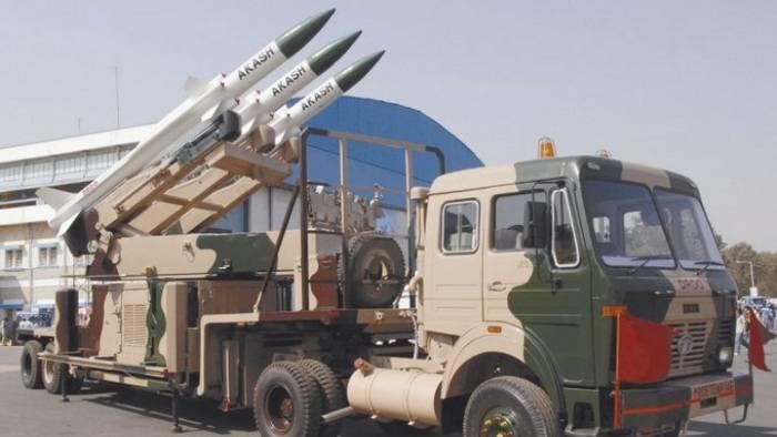 인도는 Akash 대공 미사일의 새로운 버전을 성공적으로 테스트했다.