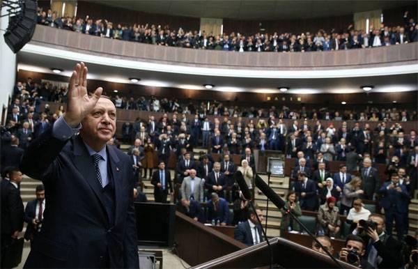Эрдоган заявил о необходимости пересмотреть мирный договор от 1923 года