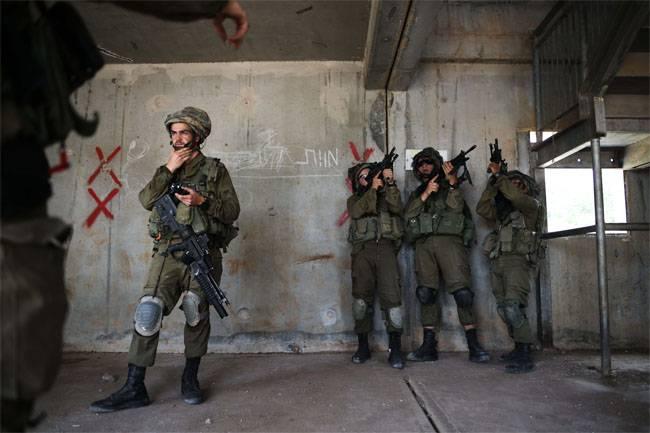이스라엘 육군 대대가 활발한 움직임에 와서