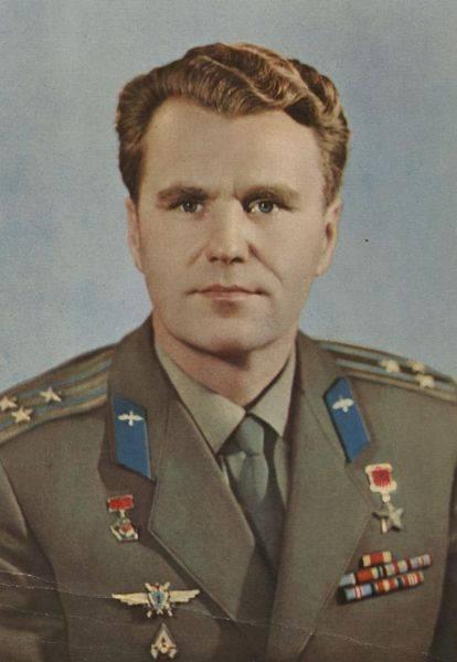 90 segna il cosmonauta Vladimir Shatalov
