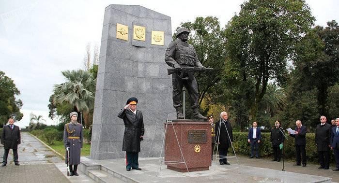 アブハジアに建てられたロシアの平和維持軍の記念碑