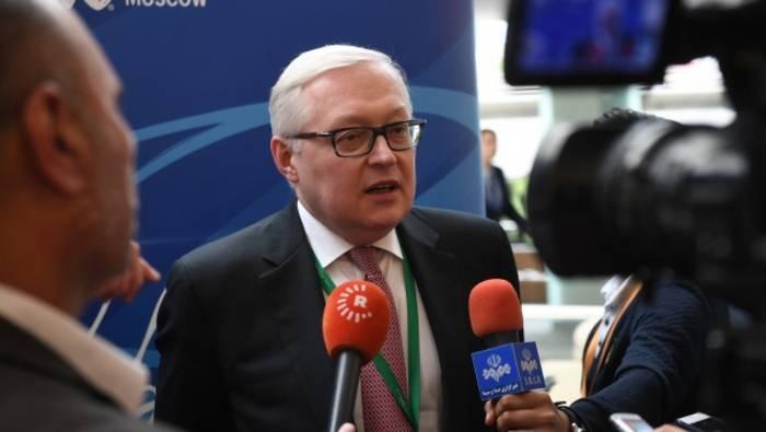 МИД РФ назвал смехотворными попытки США запугать Россию санкциями по договору о РСМД