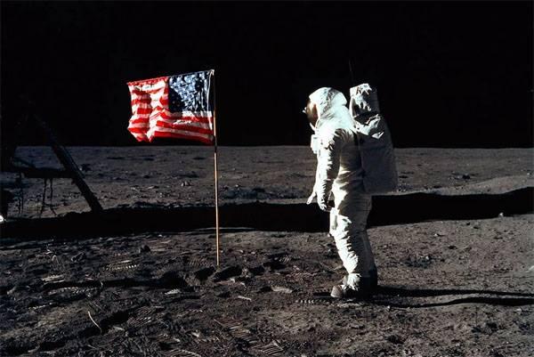 트럼프 : 우리는 다시 달에 갈 것이다.