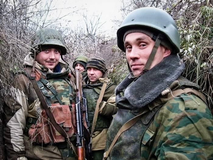 """2-8 12 월호에 대한 주간 요약본은 군인 인 """"Mag""""의 DNR 및 LC에서의 군대 및 사회적 상황에 관한 요약입니다."""