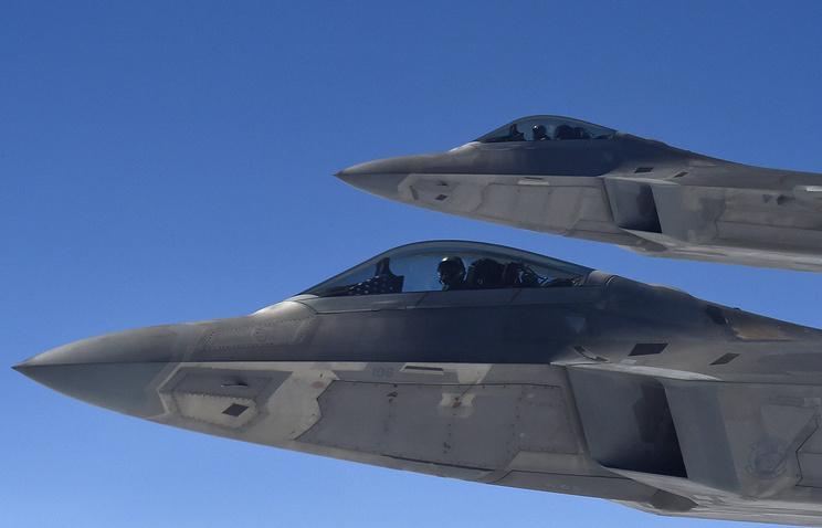सीएनएन: अमेरिकी लड़ाकू विमानों को सीरिया के ऊपर आसमान में रूसी विमानों को रोकने के लिए उठाया गया था